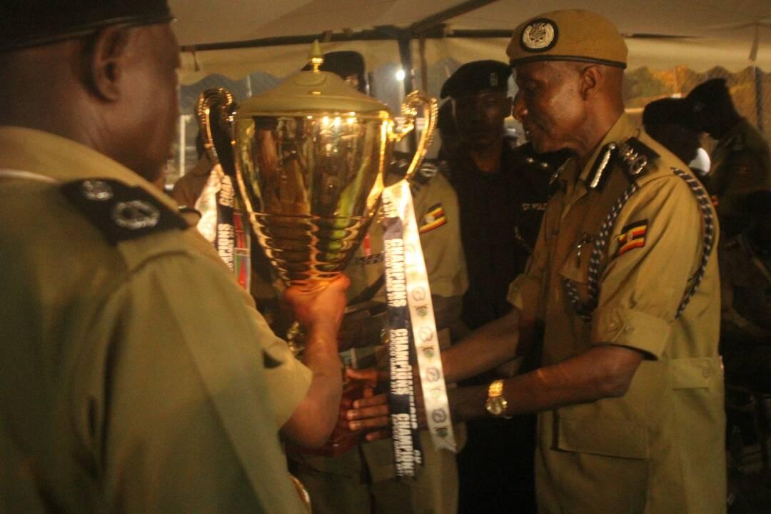 Gen Kale receives a trophy on behalf of Uganda Police Force.